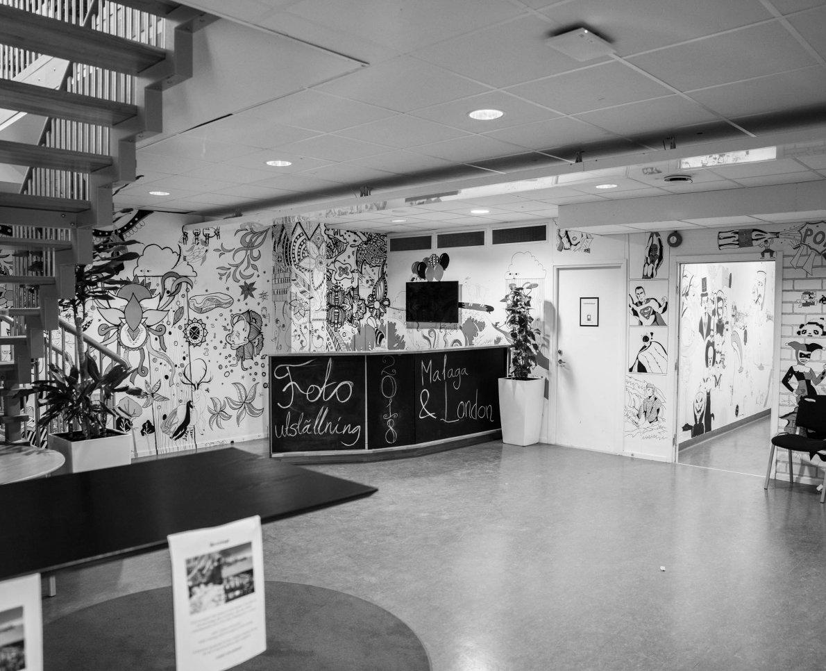 Svartvit bild av lokal i Designgymnasiet Kungsholmen.